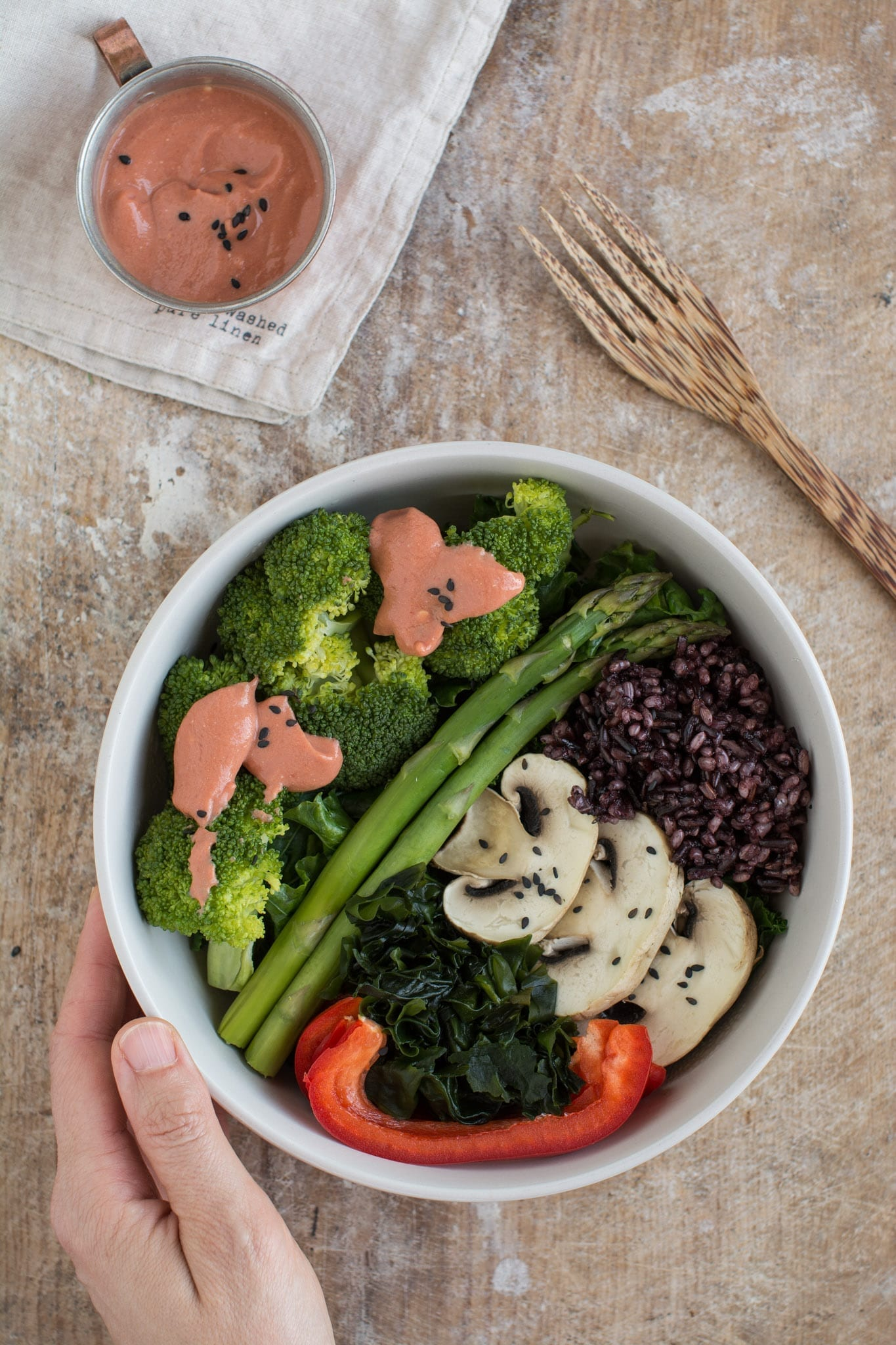 Since I used only raw veggies in my lunch bowl, The dinner will be mostly about cooked greens. Here's steamed kale, broccoli, asparagus, mushrooms, cooked black rice, raw bell pepper. My daily iodine intake in the form of soaked wakame seaweed. And for the dressing I'm combining soy yogurt and tomato paste. You might add some miso or tamari, pepper and spices of choice, but I like it also plain as that. I added such a small amount of rice because my dessert will be grain-based.
