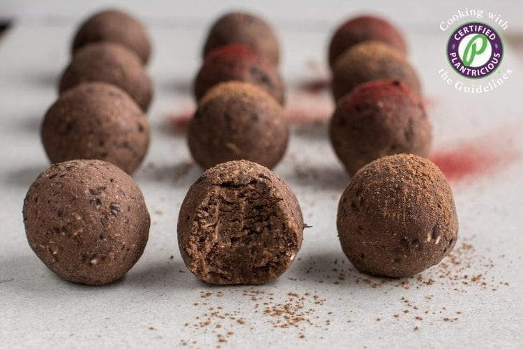 Healthy low-fat no dates chocolate bliss balls that make a great plant-based energy boosting sweet treat. Those energy balls are refined sugar free, oil-free and gluten-free.